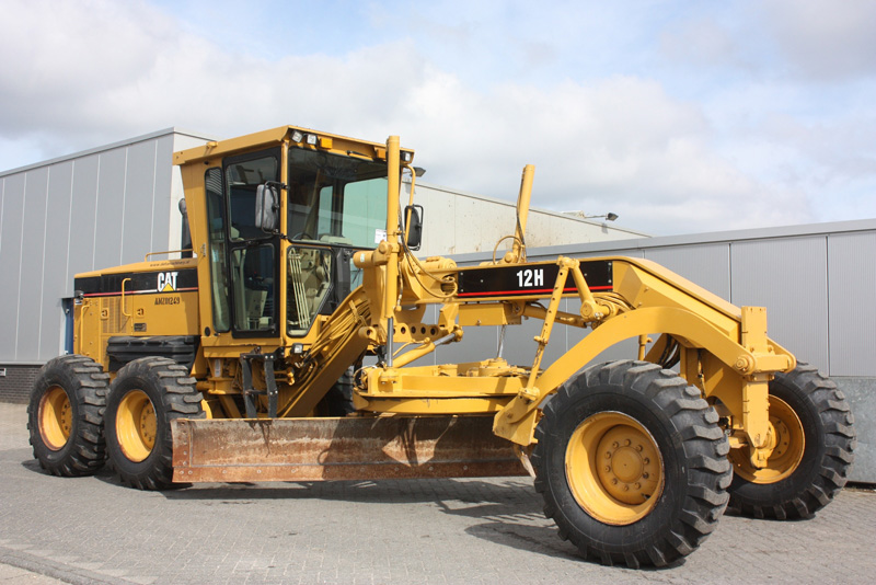 greder-caterpillar-12h-second-hand1 de vanzare