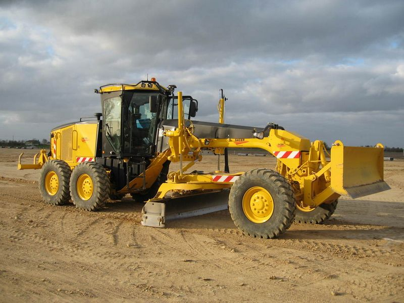 Gredere Caterpillar 120M Romania